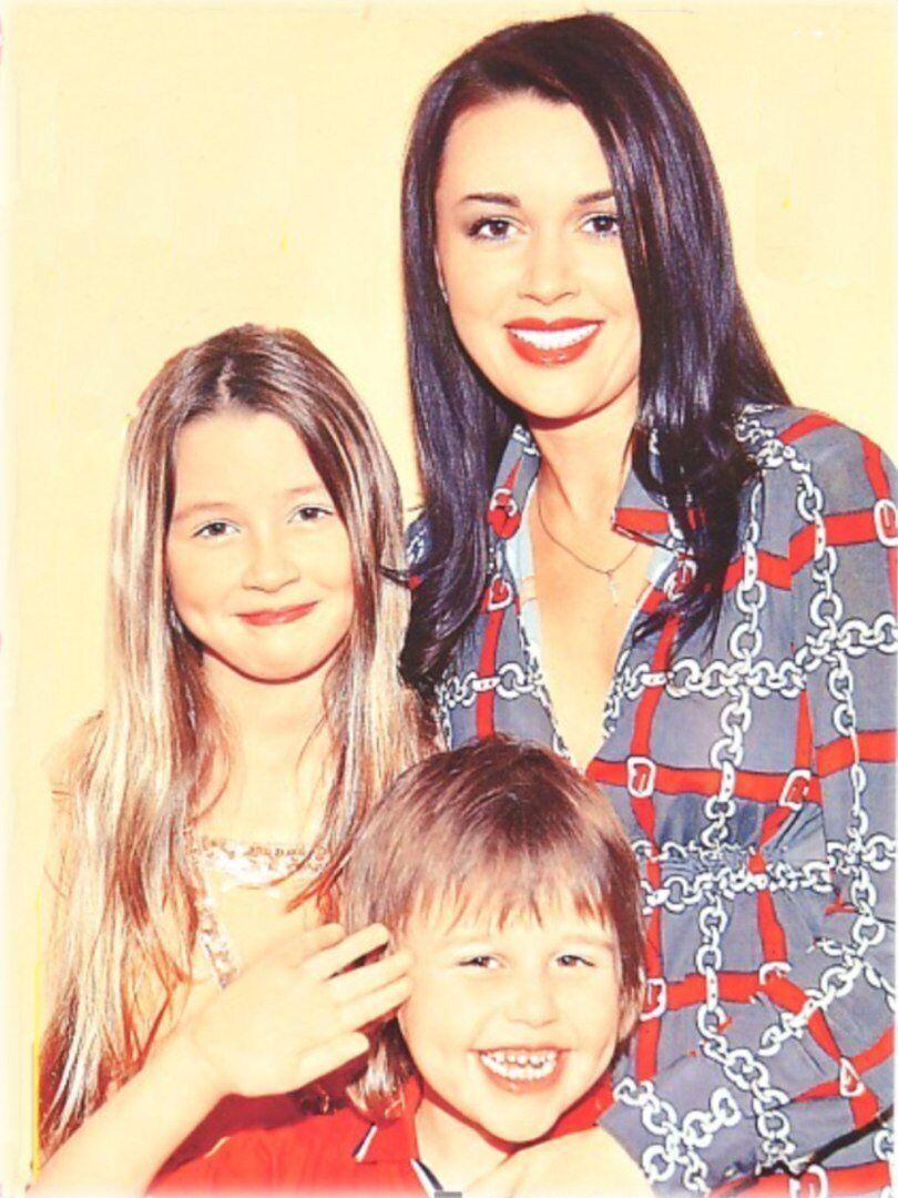 Анастасия Заворотнюк с дочерью и сыном