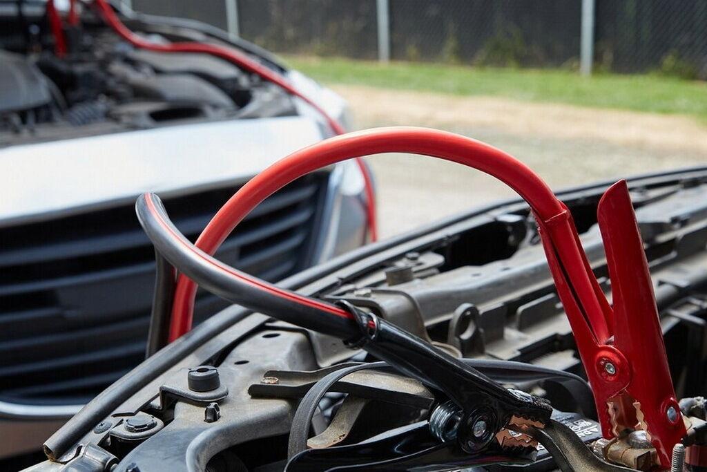 Комплект стартовых проводов для АКБ может пригодиться в любое время года