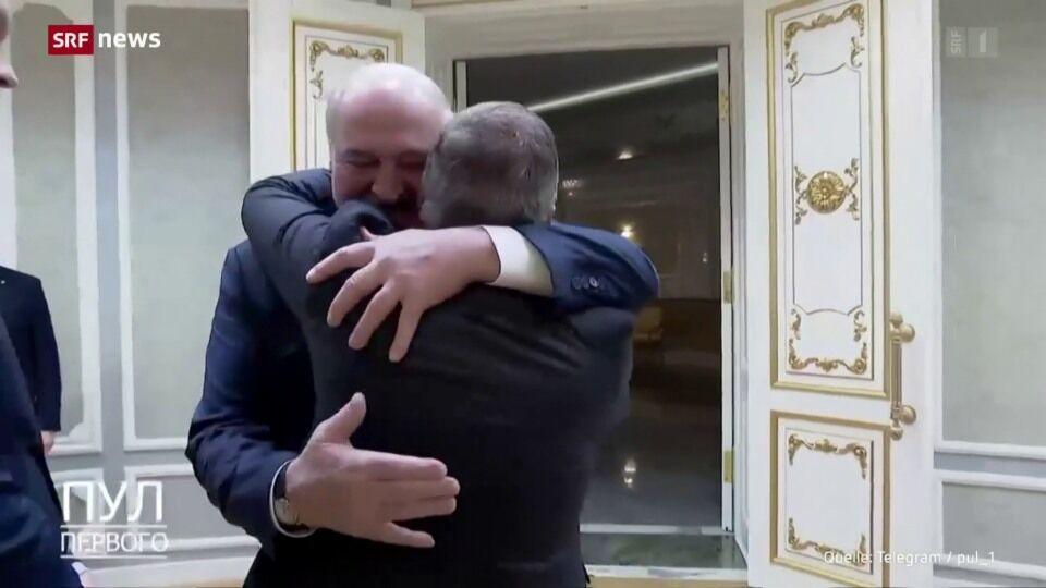 На знімках Фазель гаряче обіймає Лукашенка