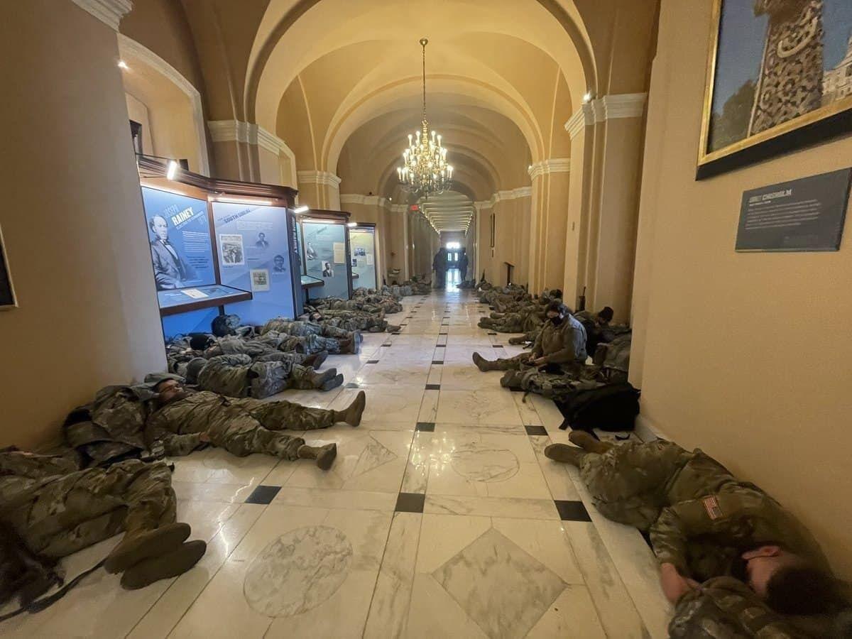 Нацгвардійці розташувалися в коридорах