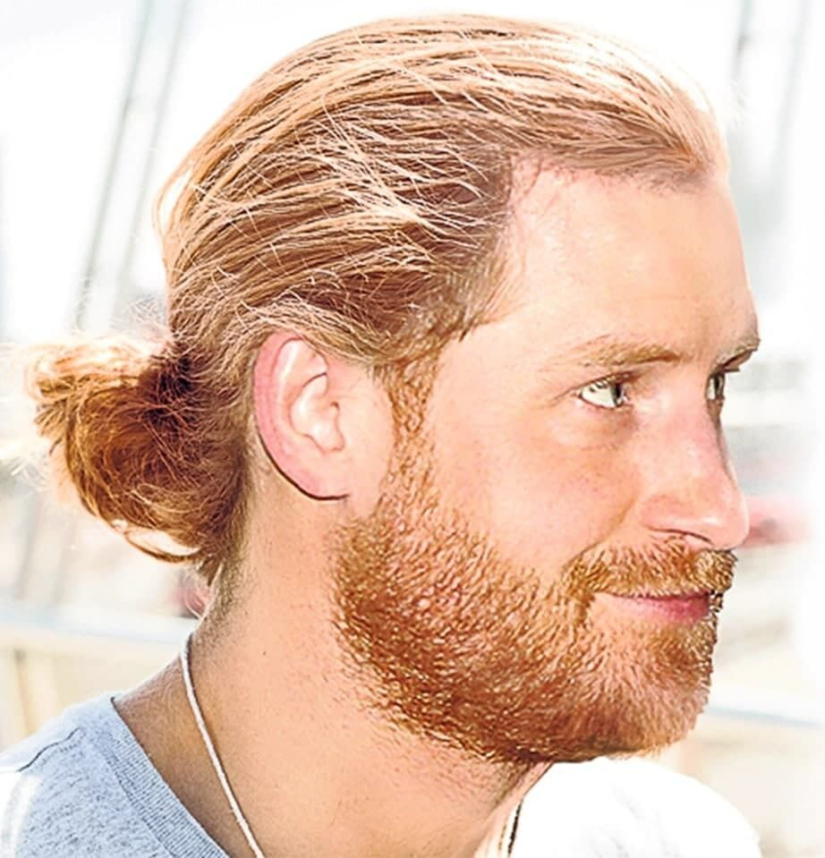 Принца Гарри представили с длинными волосами