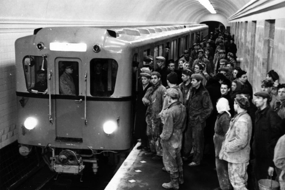 Первыми свидетелями работы метрополитена были его строители