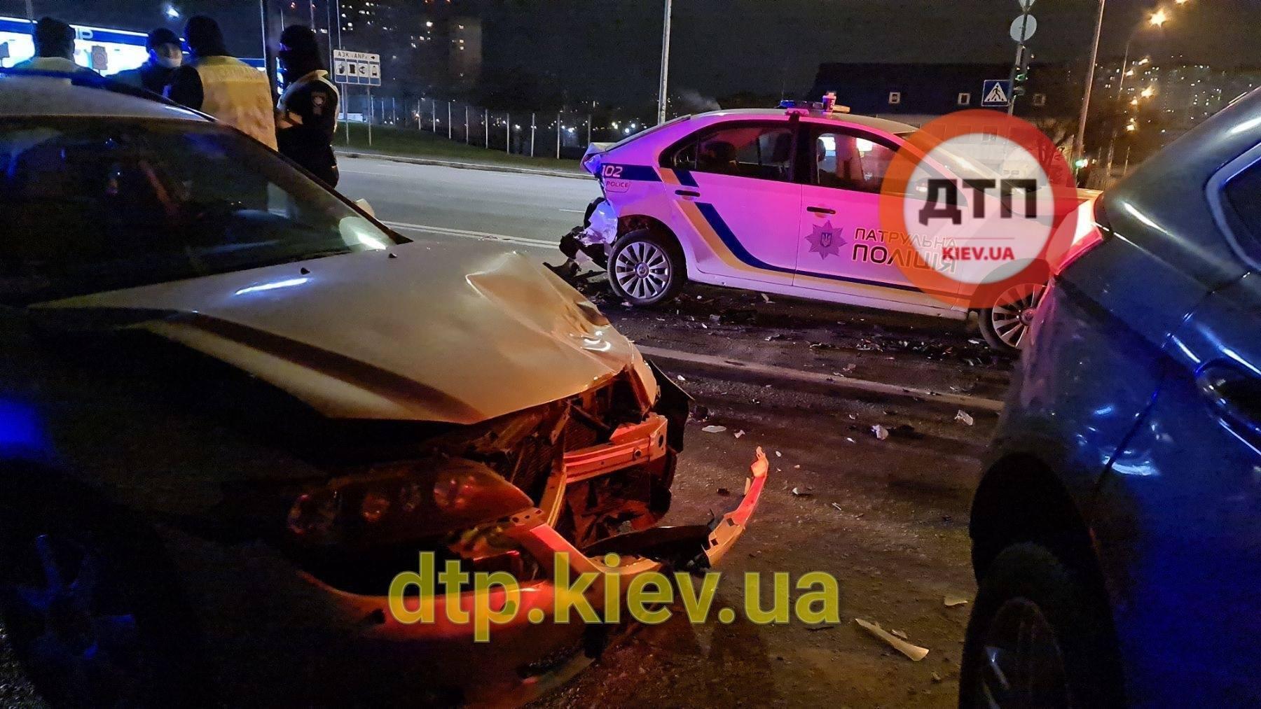 В аварии пострадала патрульная полицейская.