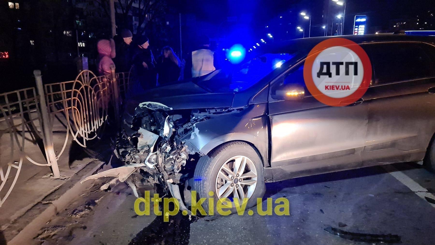 В Киеве пьяная девушка устроила ДТП с полицейским авто, пострадала правоохранитель – СМИ
