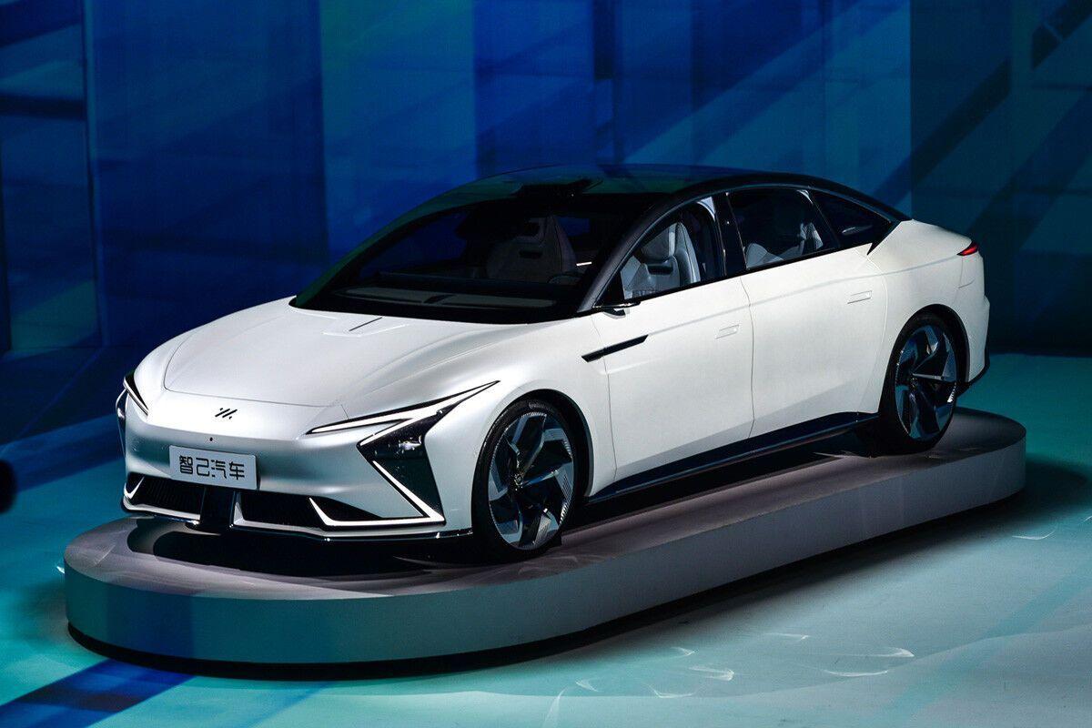 Автомобиль по размерам соизмерим с Tesla Model S