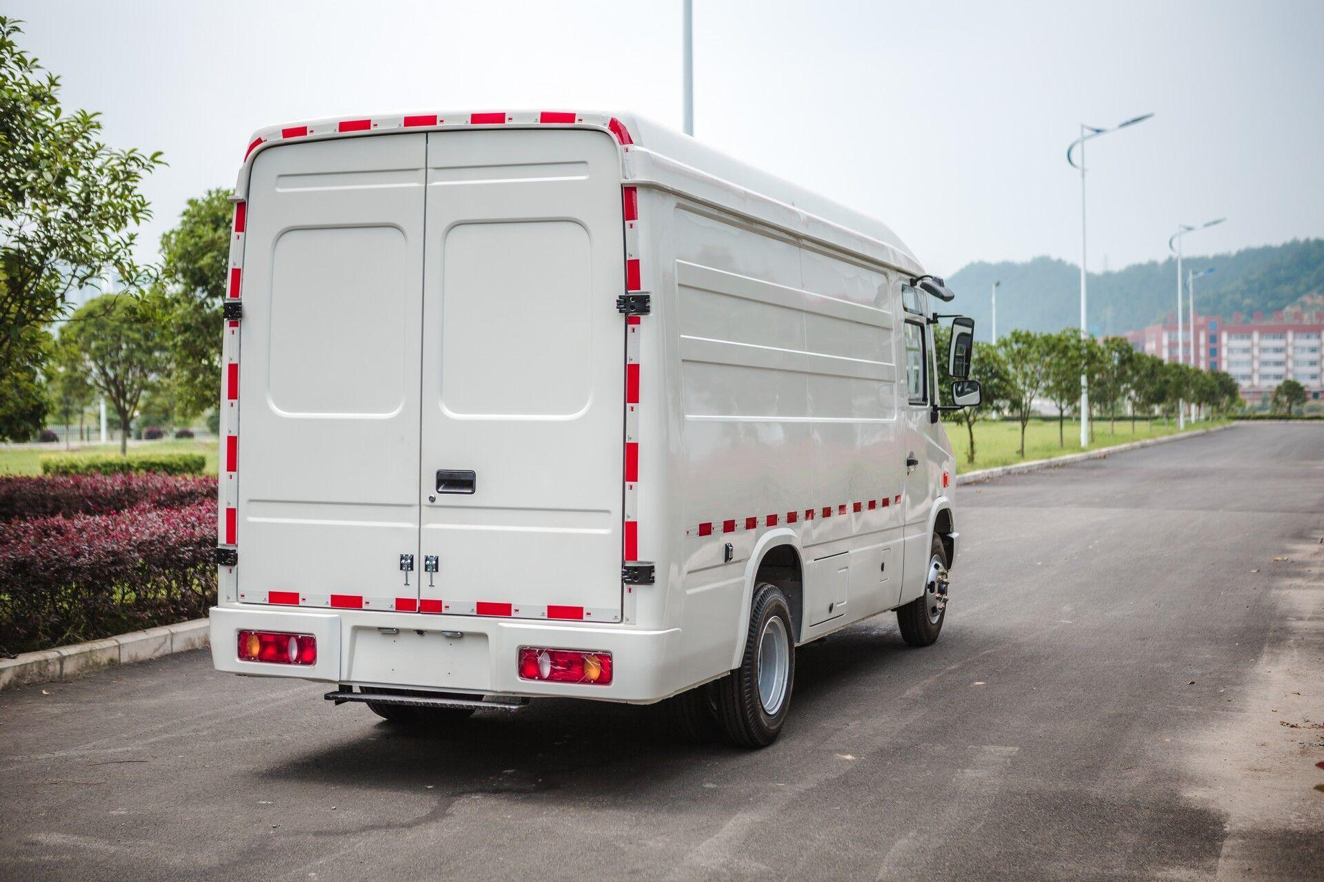 Грузоподъемность CityPorter достигает 2585 кг, а багажное отделение имеет объем 12 м3