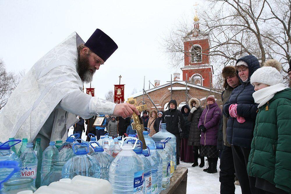У Водохресний святвечір, як і в Хрещення, в храмах освячують воду