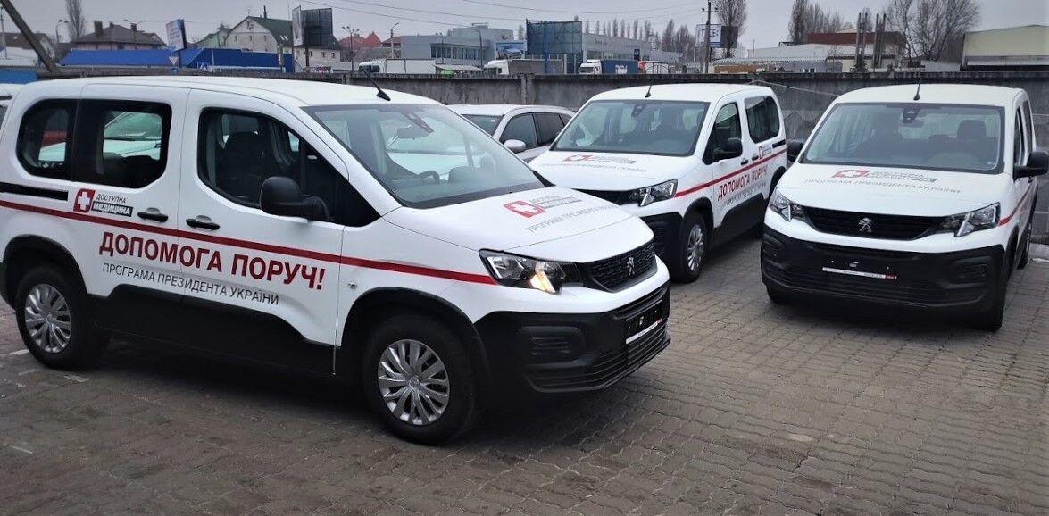 Українські медики отримали велику партію мінівенів Peugeot