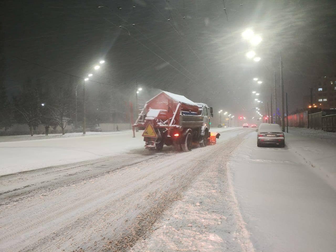 Уборка снега в Киеве.