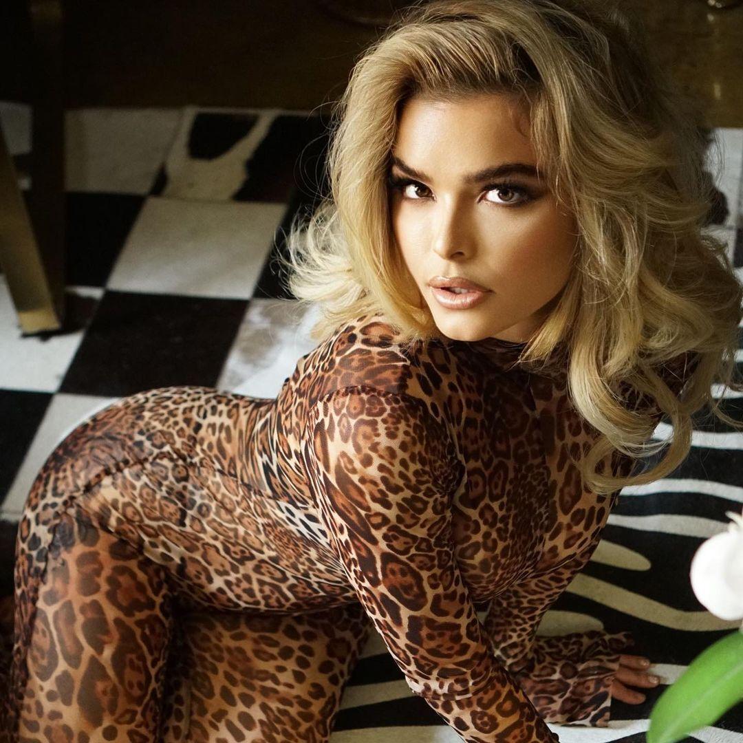 Анна Монро в леопардовом костюме
