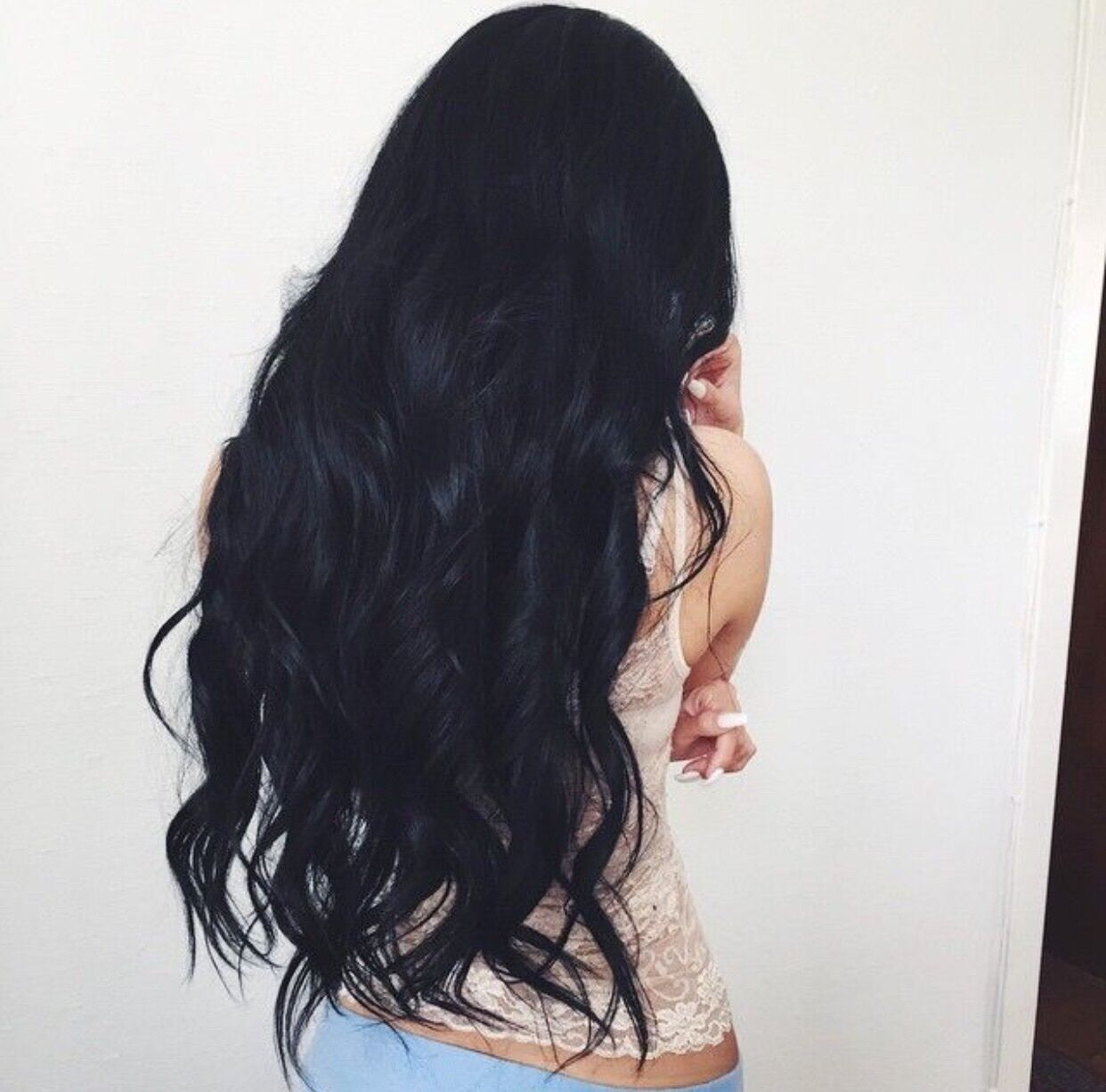 Насыщенный черный цвет волос