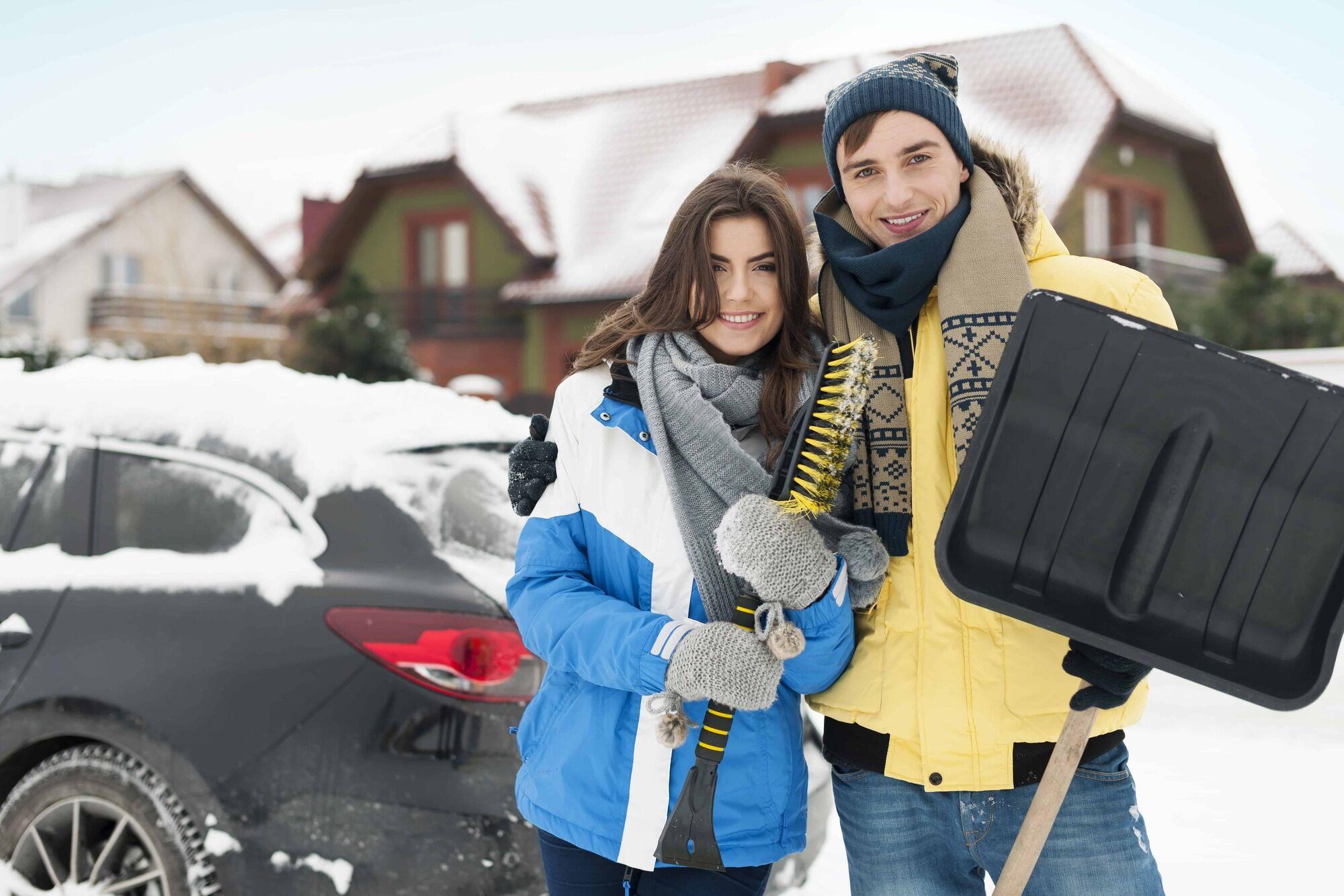 Лопата потребуется на случай обильных снегопадов