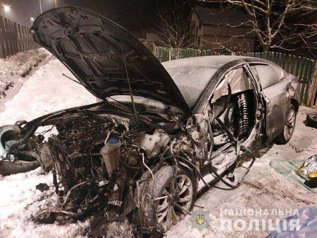 Передню частину авто розбито