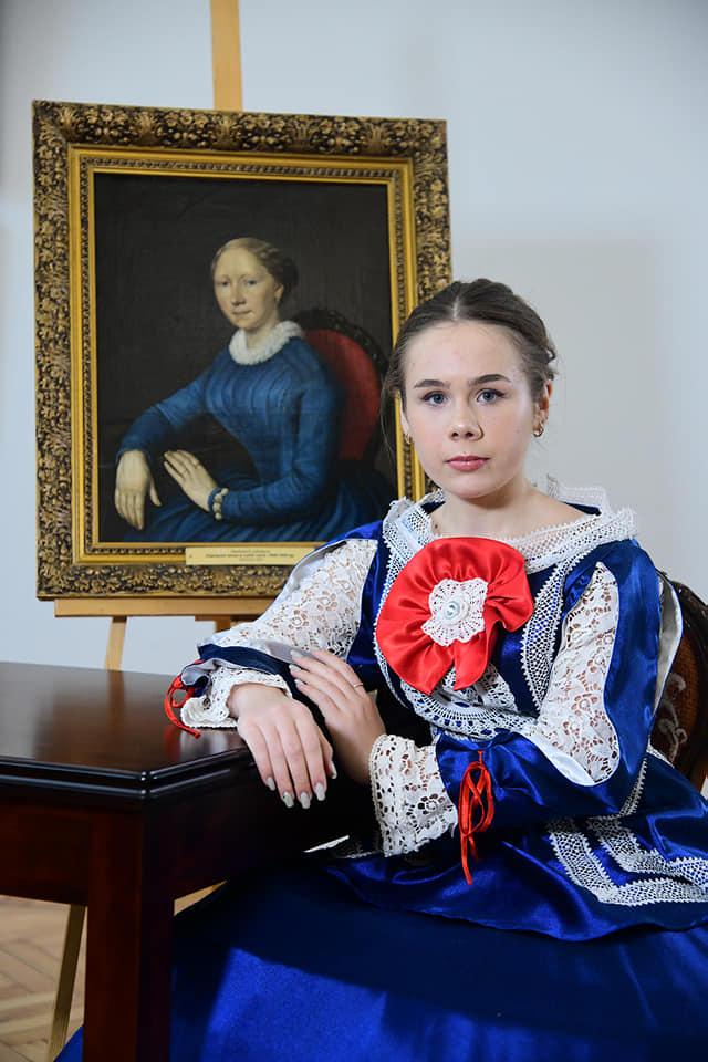 В Чернигове воссоздали образы модниц с портретов прошлых веков.