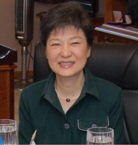 Пак Кин Хе звинуватили в найбільших у Південній Кореї корупційних схемах