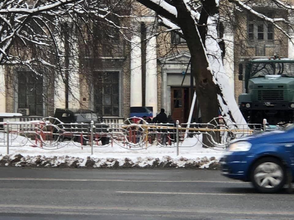 """Прапори """"ДНР"""" помітили на будівлі будинку культури в Києві"""