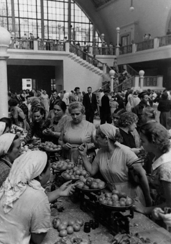 Торговля на Сенном рынке в Киеве, 1958 год