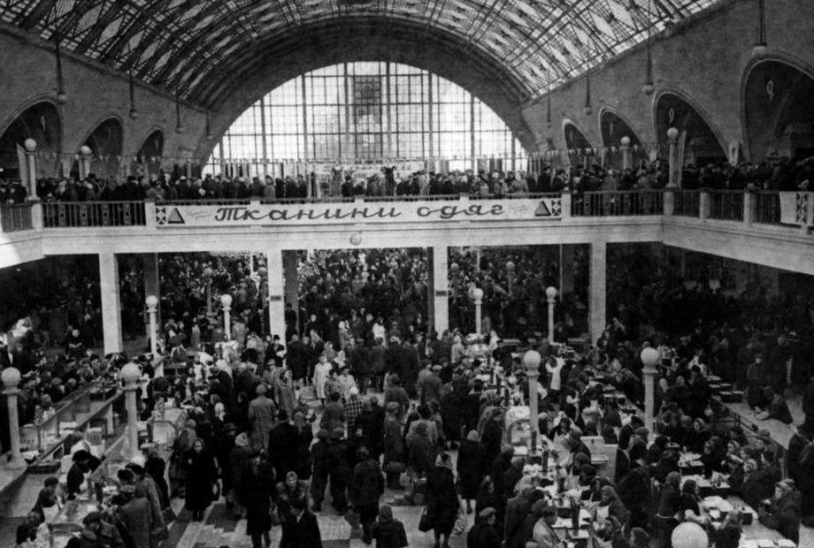 Торговля на Сенном рынке в Киеве