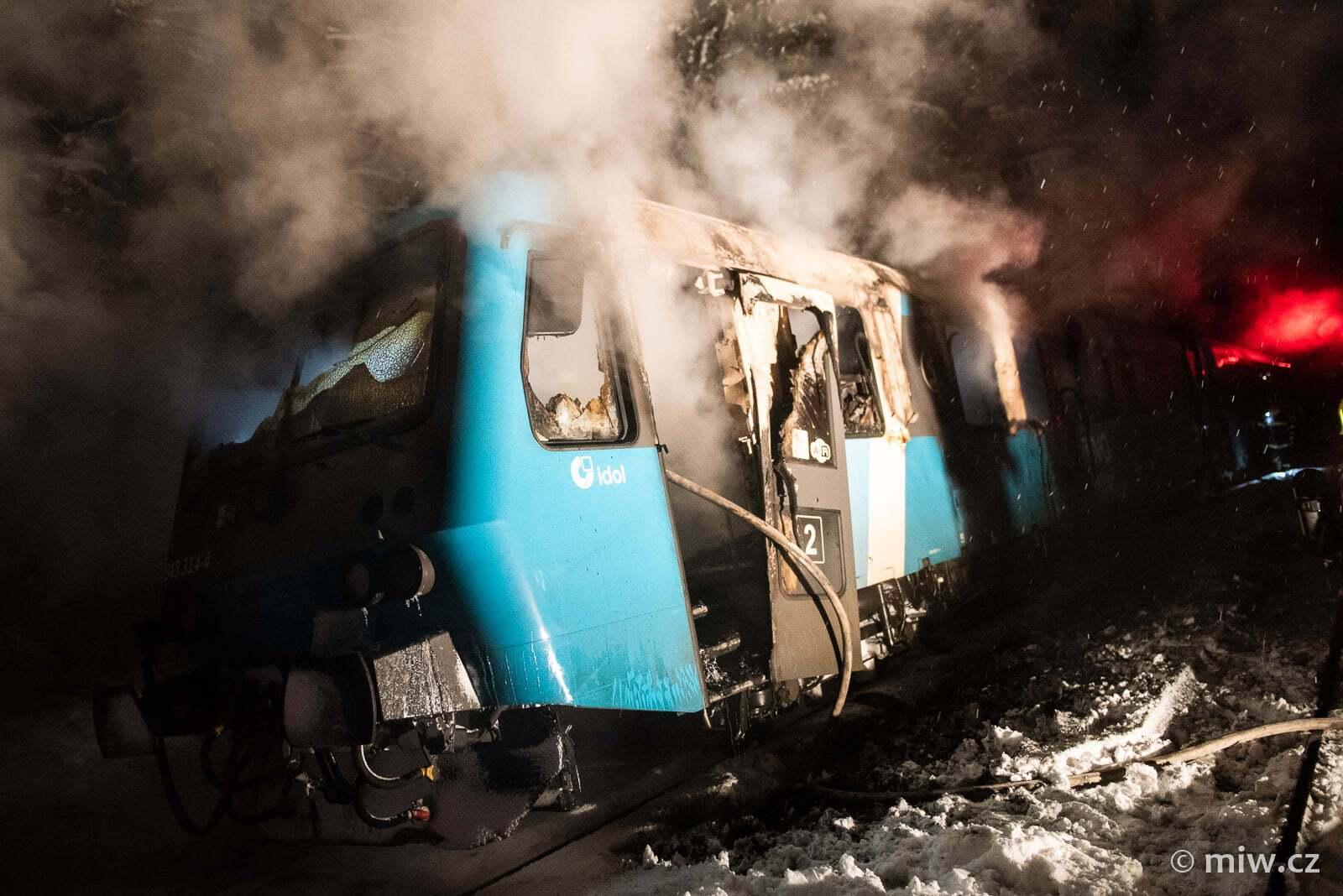 Один из вагонов выгорел практически полностью