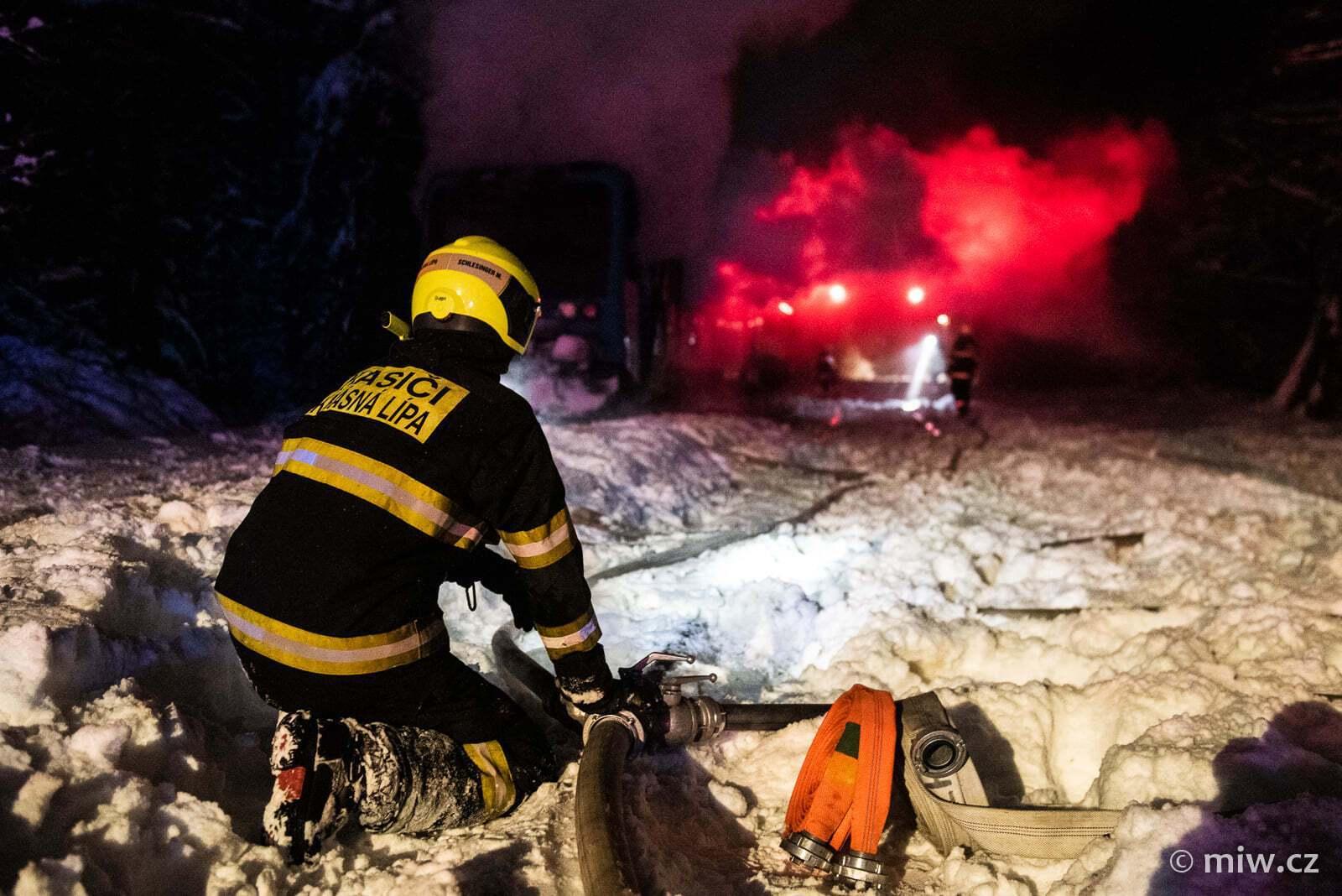 На месте работали несколько бригад спасателей