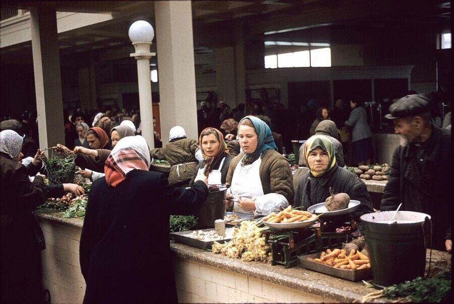 Торговля на Сенном рынке в Киеве, 1959 год