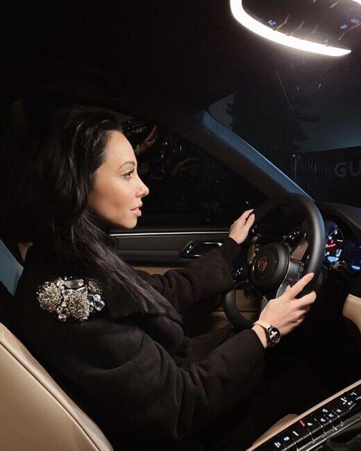 Екатерина Кухар за рулем своего Porsche.