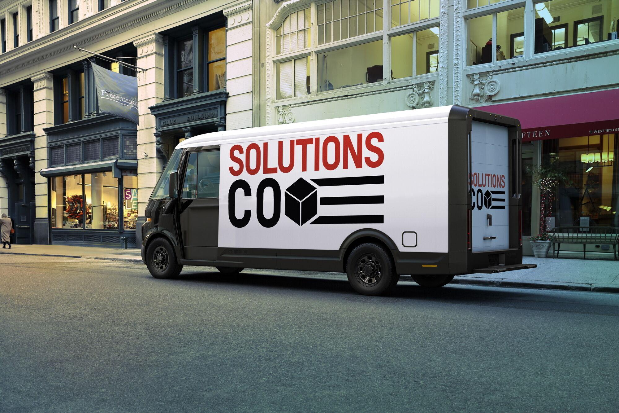 Повна маса фургона – 4,5 т, а багажне відділення має об'єм 17 м3