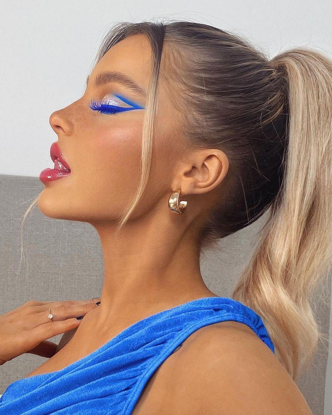Насыщенный синий в макияже глаз