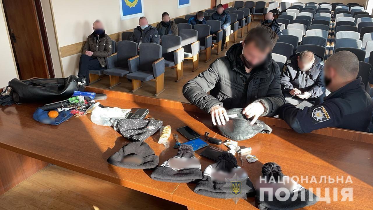 """В Броварах задержали киевлян, которые приехали участвовать в """"каруселях"""""""