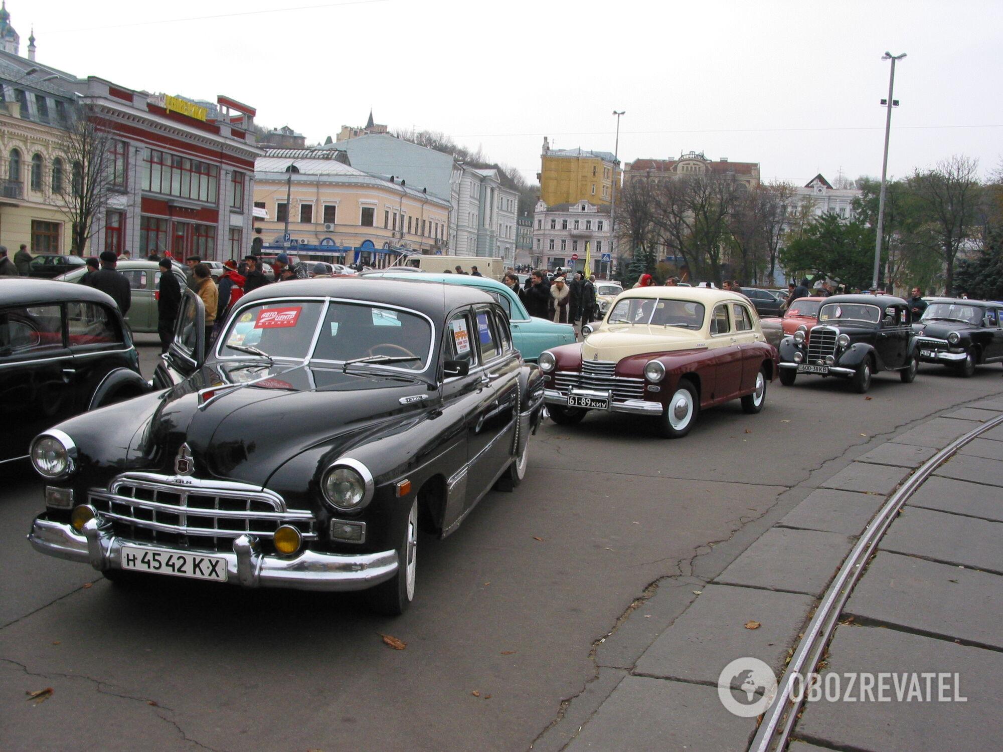 """Сьогодні рідкісні збережені екземпляри ГАЗ-12 """"ЗіМ"""" можна побачити тільки на ретрослетах і заходах."""