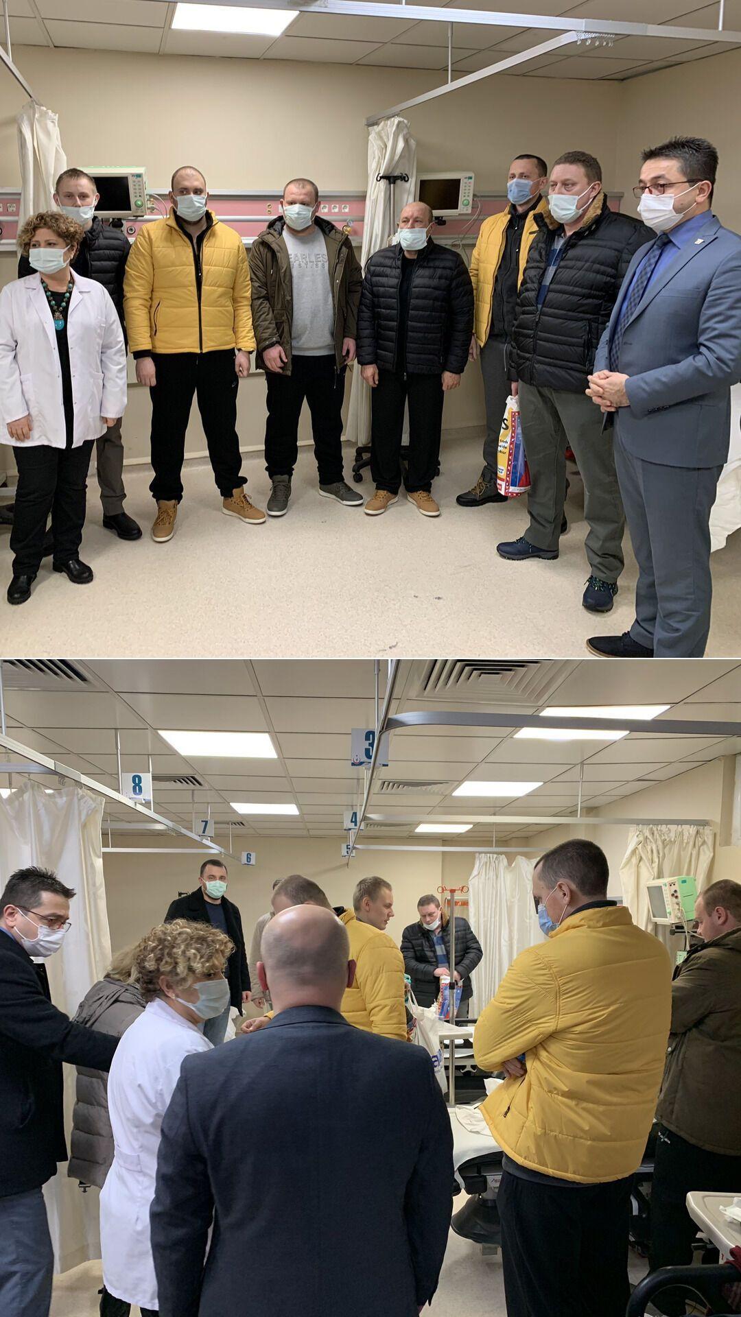 Врятованих українських моряків виписали з лікарні в Туреччини