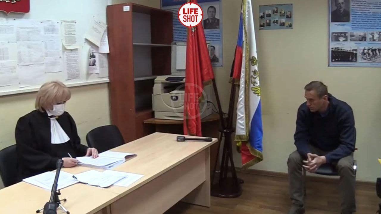 Навального судят прямо в отделении полиции