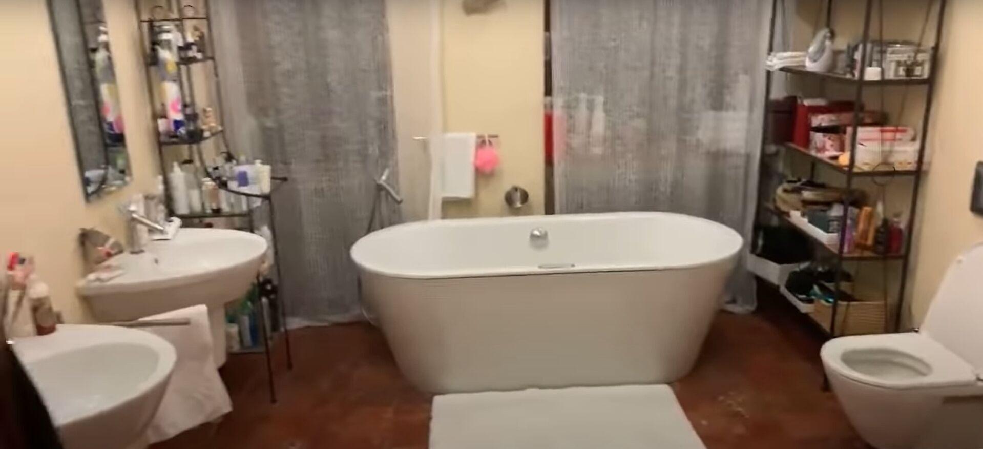 Розкішна ванна кімната в квартирі Полякової