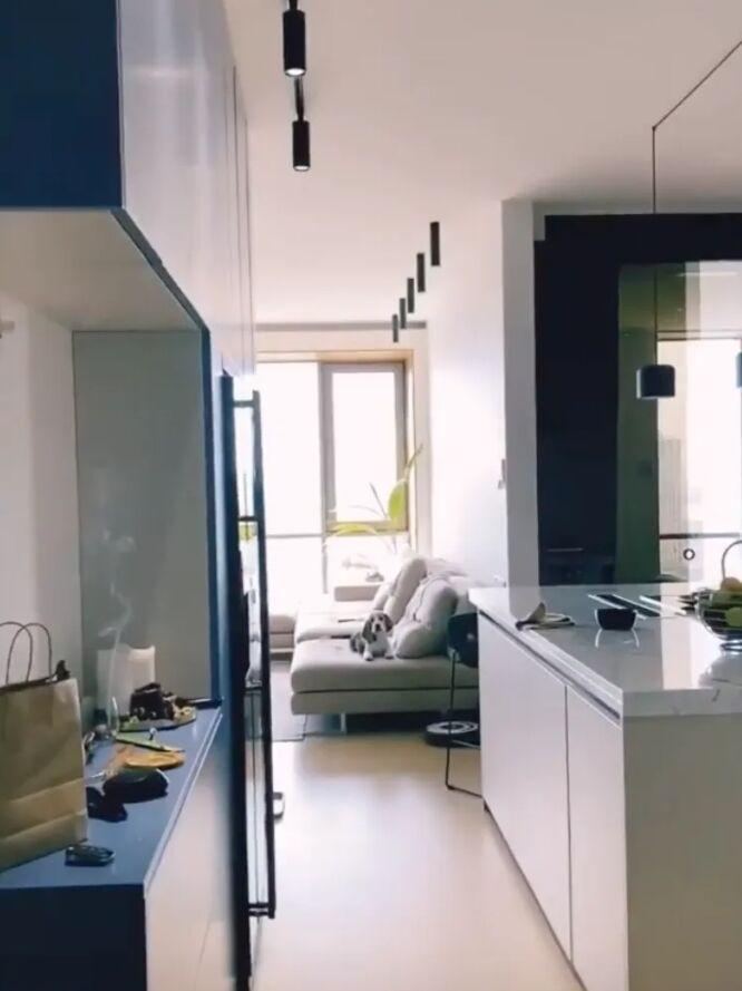 Вид на помещения со входа в квартиру