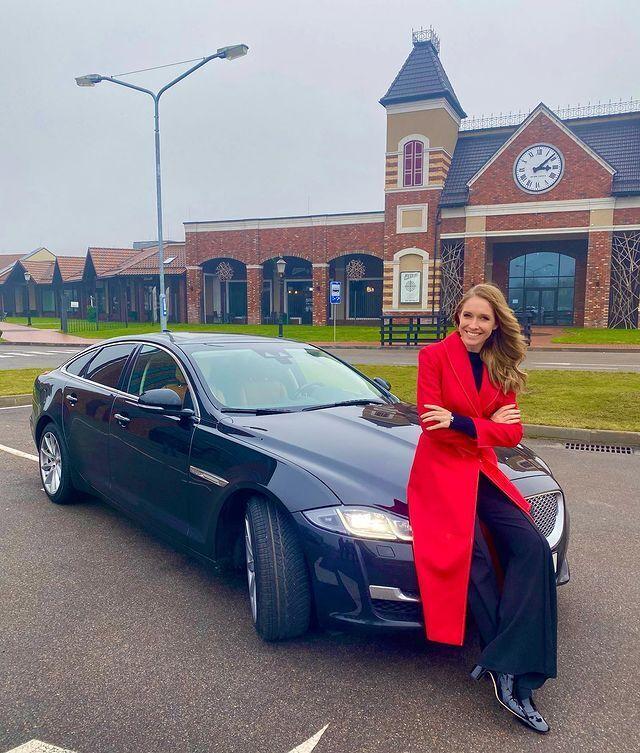 Катя Осадчая и ее Jaguar.