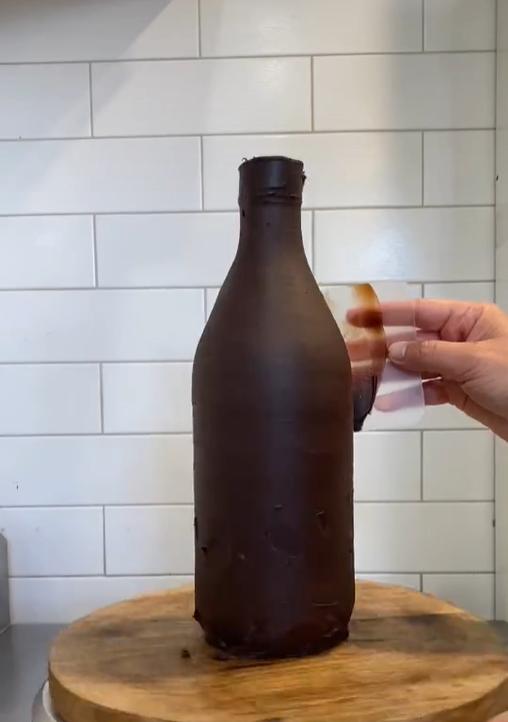 Торт в виде бутылки пива