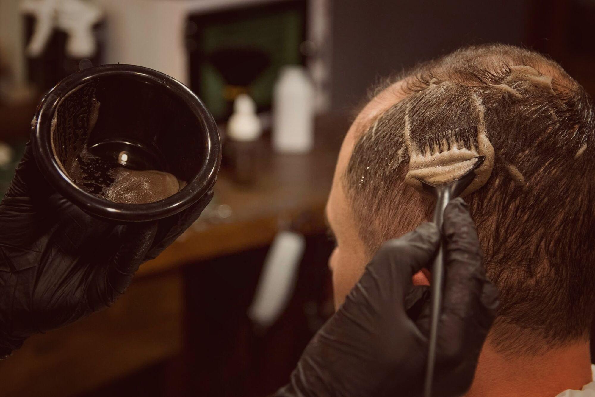 Камуфлювання сивого волосся у чоловіків