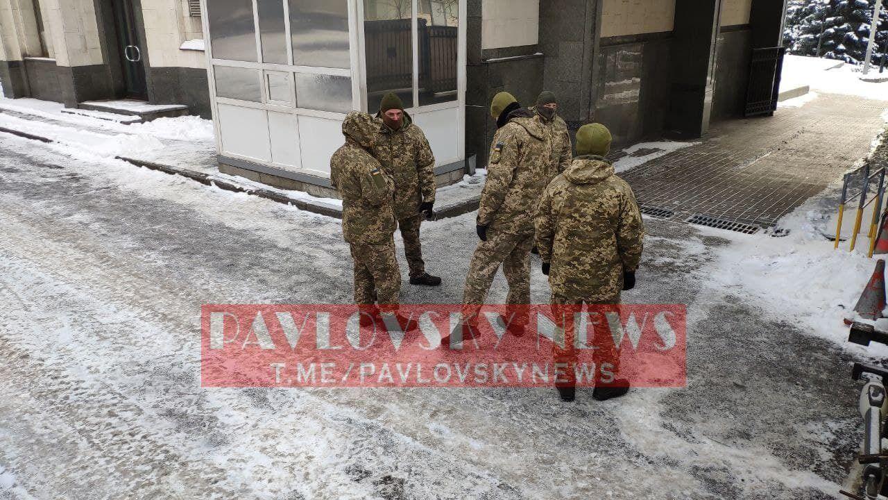 Держохорона не пустила Тупицького до Конституційного суду, викликали оперативників. Фото