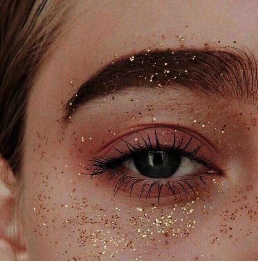 Блискітки та глітер у макіяжі