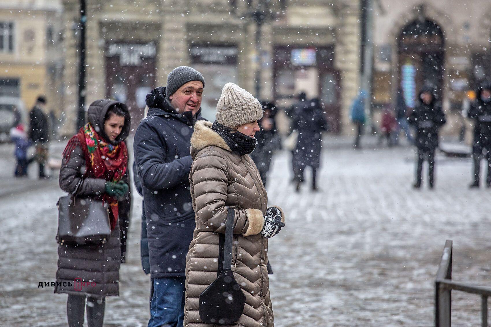 Львів'яни прийшли по освячену воду