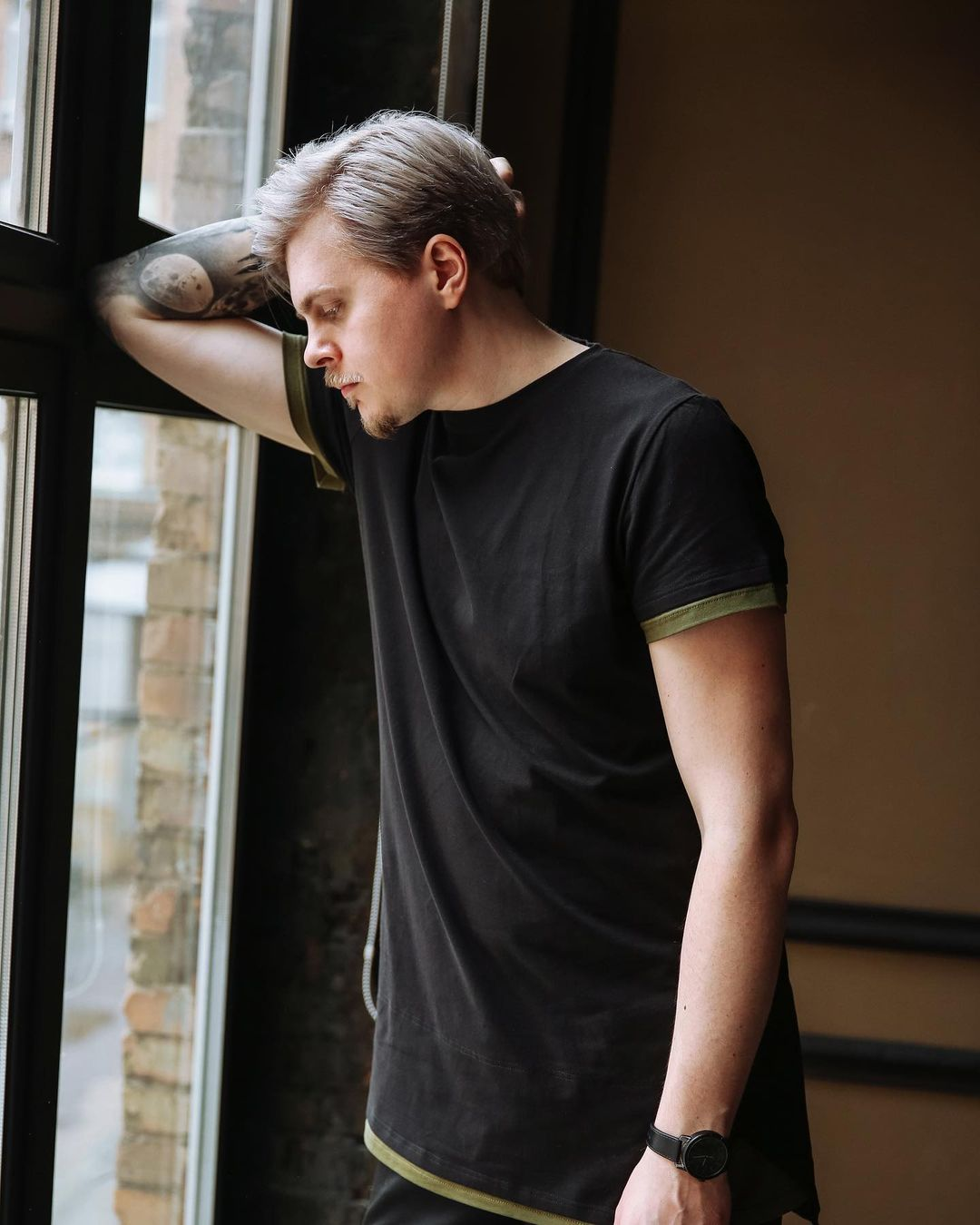 Киевский барбер рассказал об актуальных трендах в мужских прическах и проблеме выпадения волос.