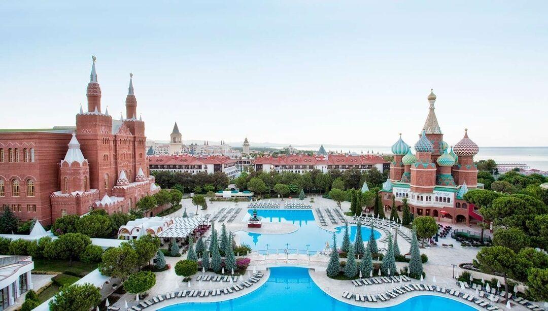 Готель Asteria Kremlin Palace є копією московського Кремля