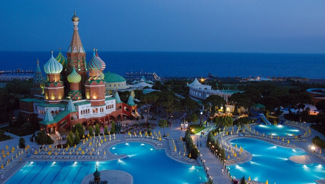 Готель Asteria Kremlin Palace вночі