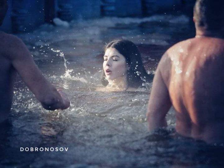 Купання у Києві на Водохреще.