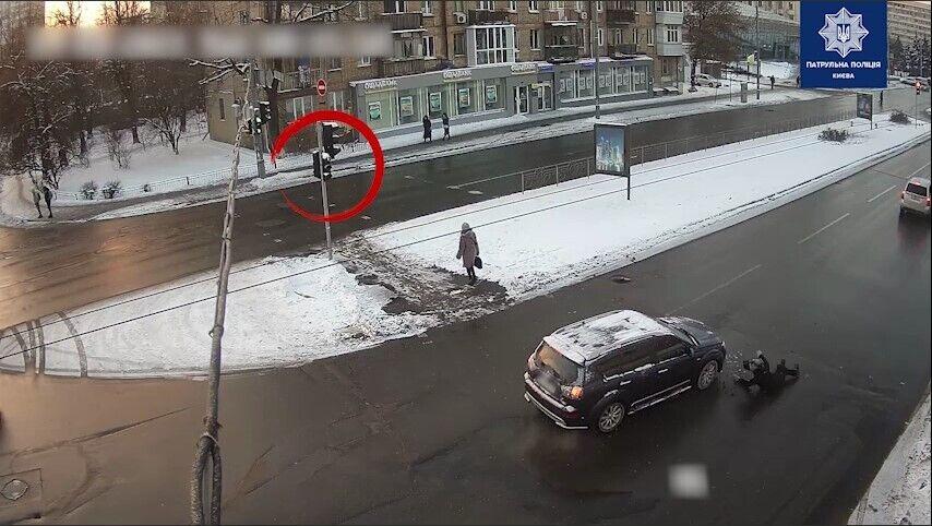 Женщину сбили на регулируемом пешеходном переходе.