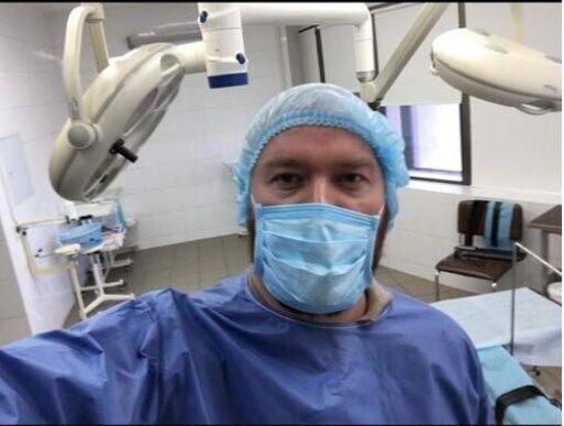 Как выдать себя за врача, не имея диплома: мастер-класс от Романа Гольдмана