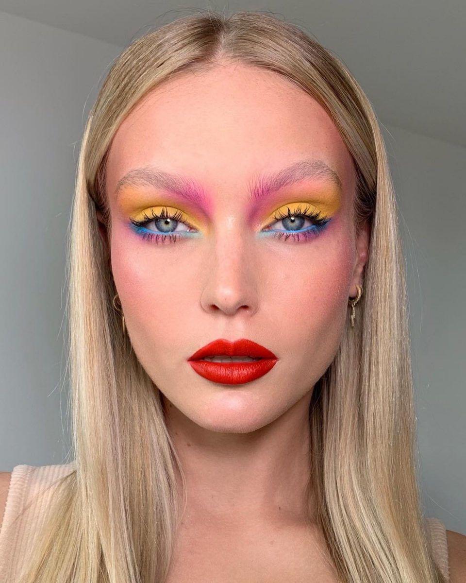 Багатобарвний макіяж