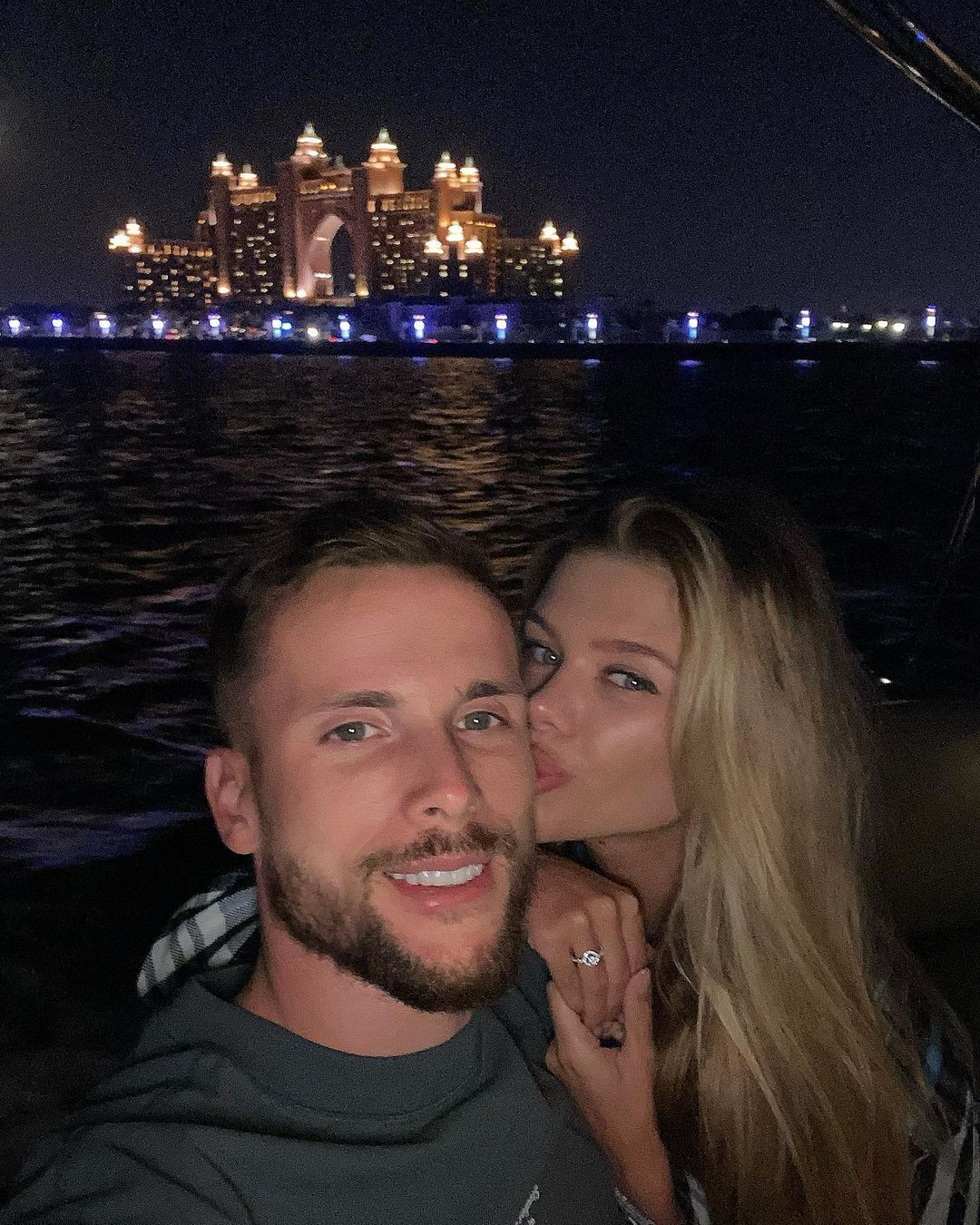 Вікторія Стецик поцілувала Томаша Кендзьору в щічку