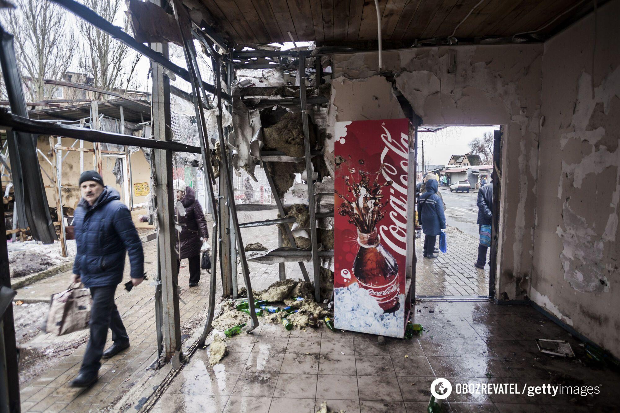 Разрушенный рынок в Донецке