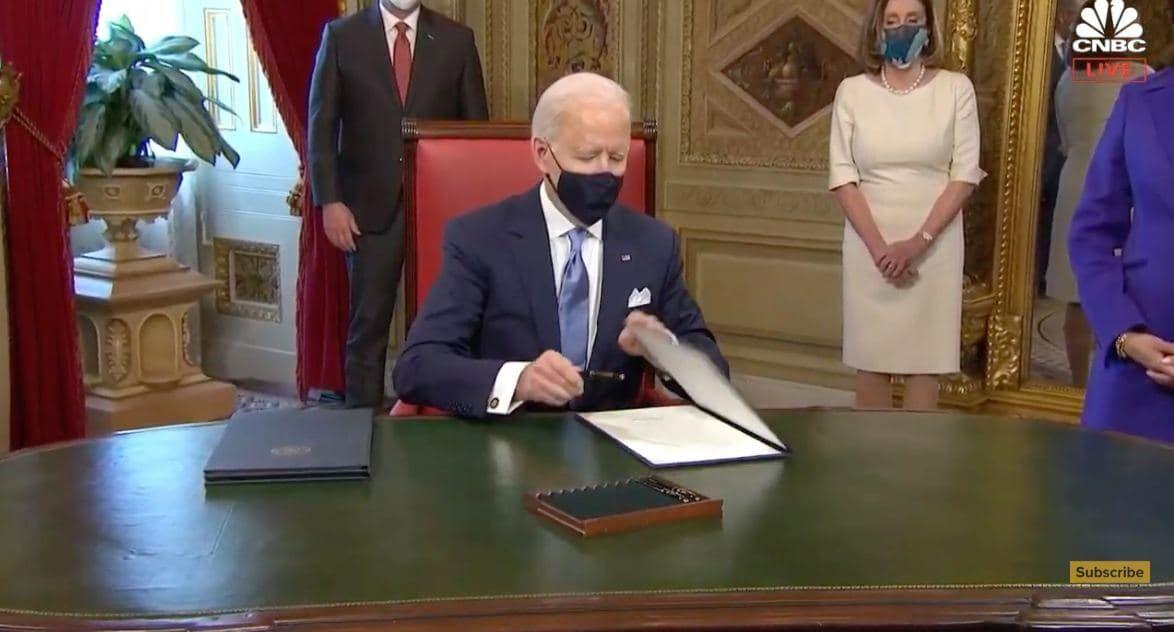 Байден подписал 15 документов